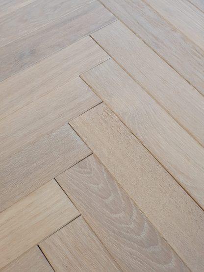 Brushed WhiteMatt Oiled Oak 350 x 70 x 15/4mm
